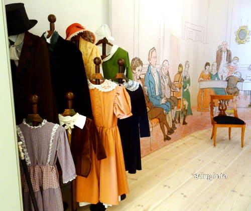 Fanny Hensel im Mendelssohn-Haus in Leipzig: Biedermeier Kleider in Fotokulisse