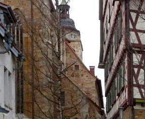 Kirche, Pfarrhaus, familie mit Kinderwagen