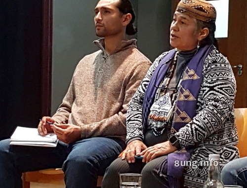 Indianerhäuptling mit Sohn