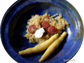 Spitzkohlgemüse mit geräucherter Paprikawurst und Bubenspitzle