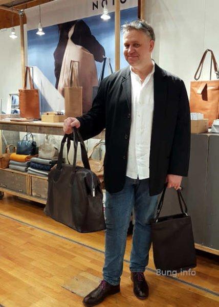 Herrenreisetasche und Tragebeutel