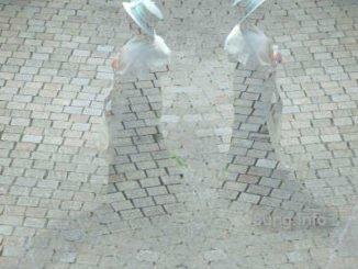 doppelte Damen aus Pflastersteinen