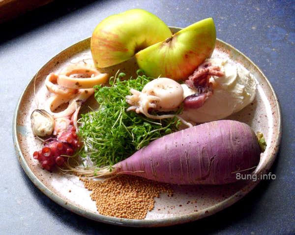 Zutaten: Meeresfrüchte, Rettich, Kresse, Apfel, Senfkörner mit Frischkäse