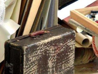 Koffer im Maleratelier