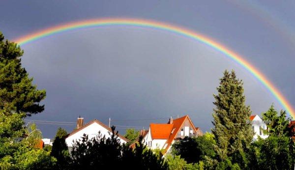 Regenbogen in leuchtenden Farben