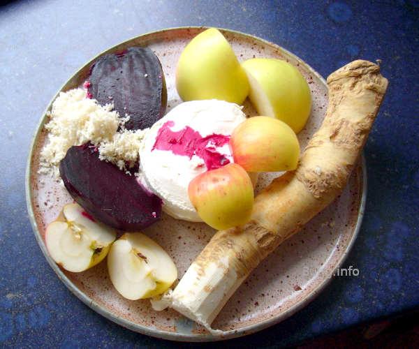 Rote Bete, Apfel, Meerrettich und Frischkäse