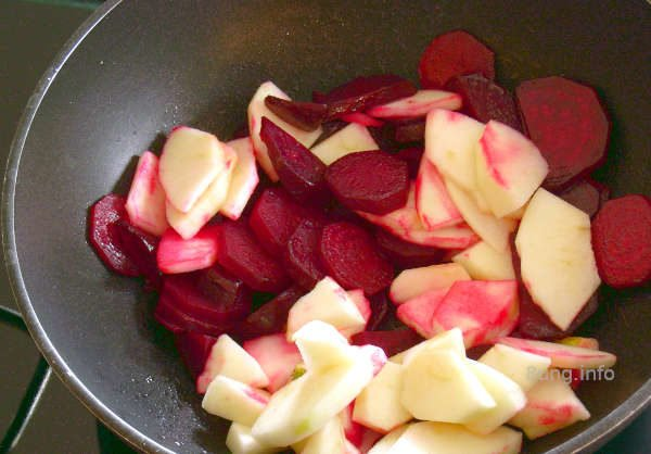 Rote Bete und Apfel andünsten
