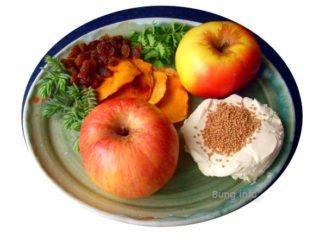 Zutaten für das Rezept: Apfel, Mango, Rosinen, Senfkörnern, Pimpinelle, Tripmadam mit Frischkäse