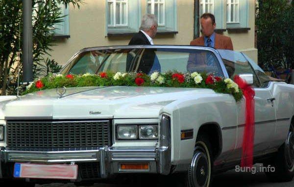 Warten auf das Brautpaar