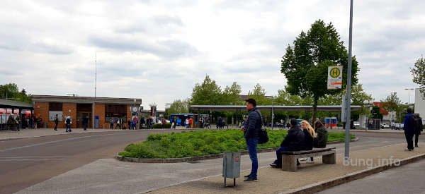 Blumeninsel am Busbahnhof