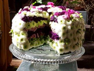 Floristik: Sahnetorte aus Blumen