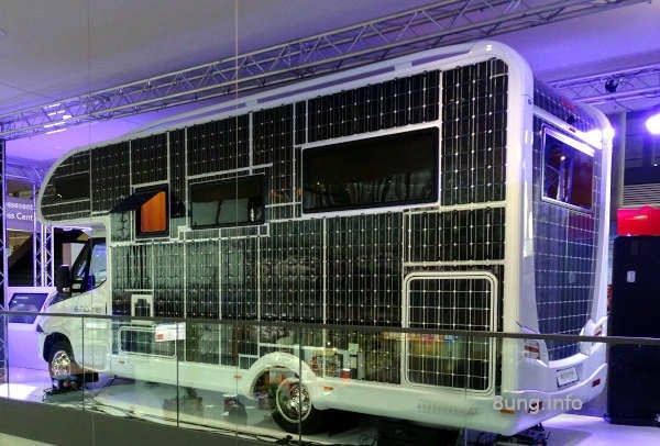 Wohnmobil, verkleidet mit Solarzellen