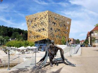 Architektur-Glanzlicht: Forum Gold und Silber Kulturmagazin 8ung.info Dorle Knapp-Klatsch