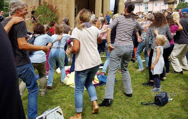 Mitmach-Publikum beim Ballettfestival