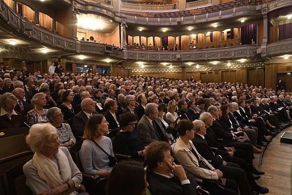 Publikum in der Stuttgarter Staatsoper