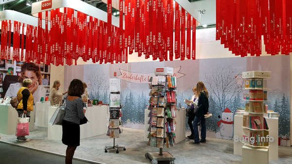 Rote Liebesbänder für Geschenkbücher