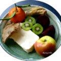 Frischkäse mit Rote Bete, Kalbfleisch, Kiwi, Mandarine, Apfel, Meerrettich