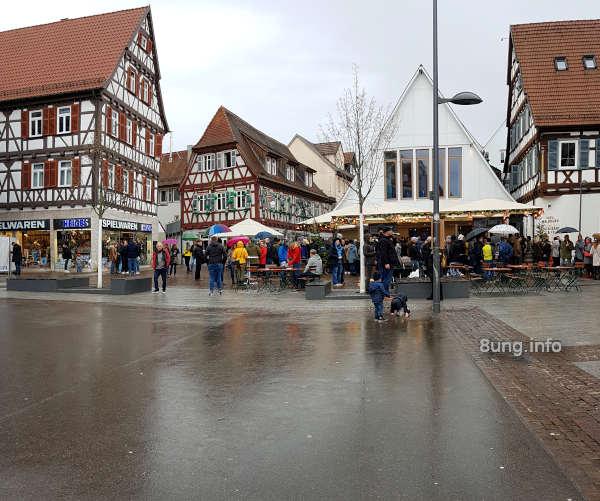 Monatswetter Januar 2020: Regen auf dem Marktplatz