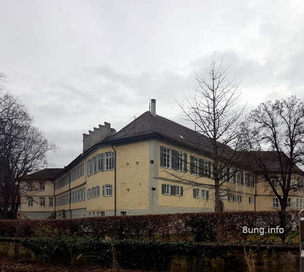 Wetterprognose Dezember 2020: Graue Wolken über dem Kirchheimer Schloss