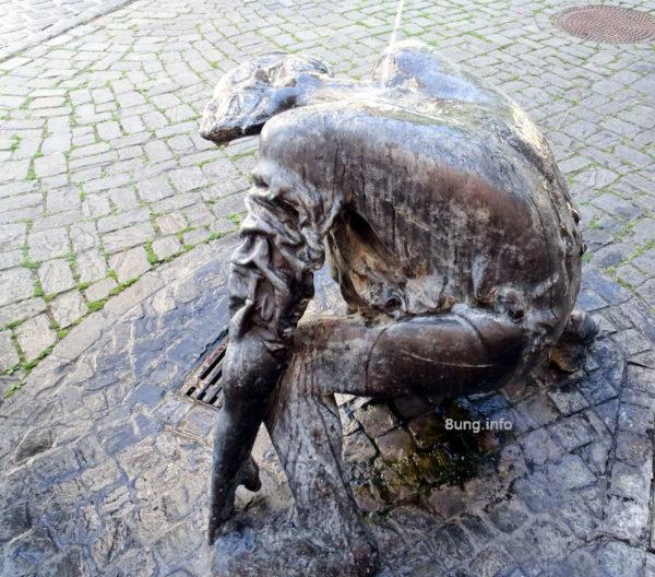 Wetterregel: Schafskälte Mitte Juni | Brunnenfigur in Jena