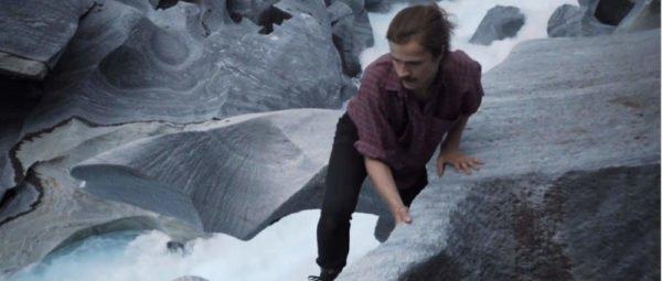 Eirik Havnes klettert über Felsen