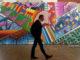 Graffiti im Bahnhof Stuttgart - abstrakt, bunt, mit essendem Mann