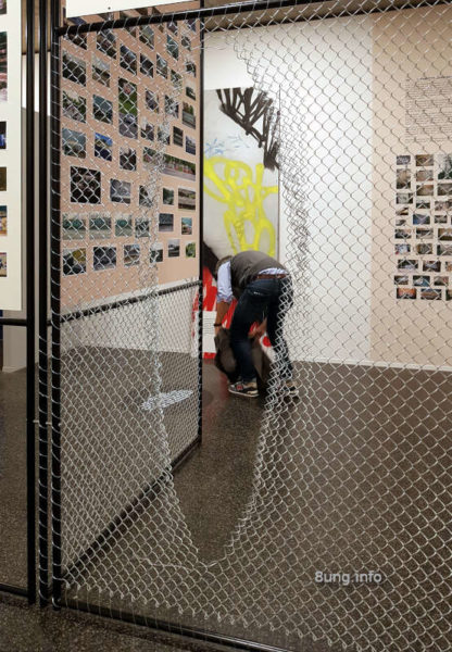 Ausstellung im Stadtpalais - durchbrochener Machendrahtzaun