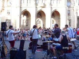 Strassenfest, Musikband mit Zuschauern