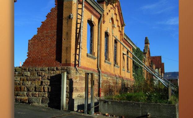 Ruine - gestützte Fassade