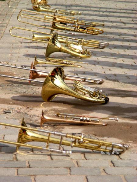 Wegen Corona geschlossen - nicht nur Blasinstrumente liegen am Boden!