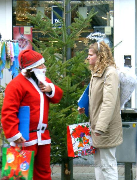 Weihnachtsmann und Christkind, 2 Erzkonkurenten