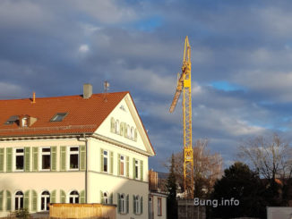 Sonnenschein aud Kran und Haus