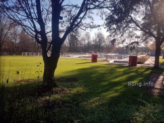 wetter am 16. Dezember - leeres Freibad im Sonnenschein