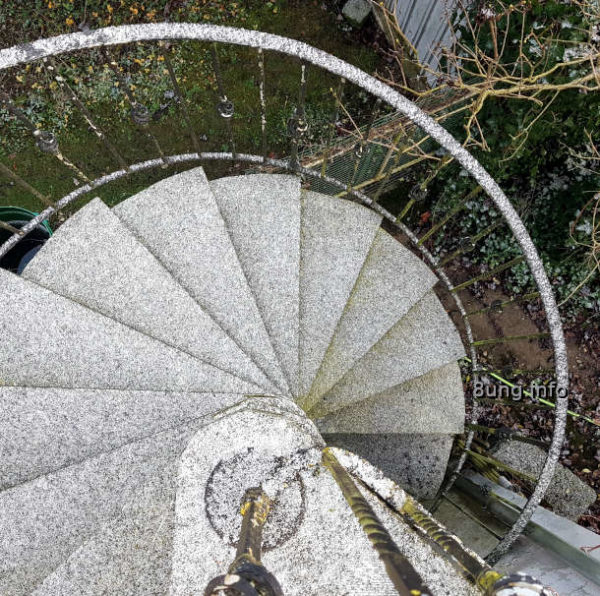 Treppe mit Schnee gepudert