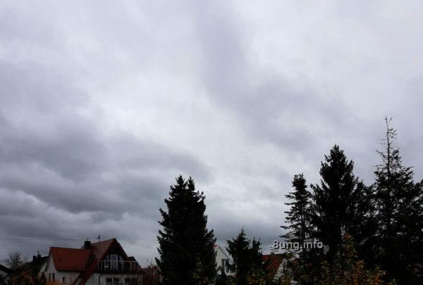 Graue Wolken, Regen