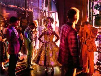 Schauspieler kurz vor dem Auftritt