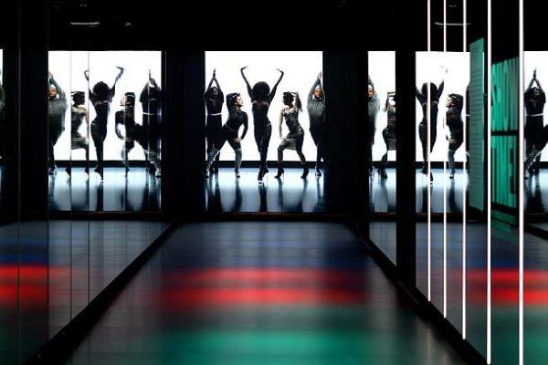 """Fashion Live-Tour – Catwalk mit Voguing-Film """"Strike a Pose"""" © Landesmuseum Württemberg, Hendrik Zwietasch"""