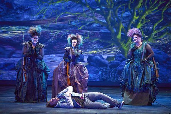 Michal Doron (Dritte Dame), Anna Kudriashova-Stepanets (Zweite Dame), Menna Cazel (Erste Dame), Klaus-Florian Vogt (Tamino) © Semperoper Dresden/Ludwig Olah