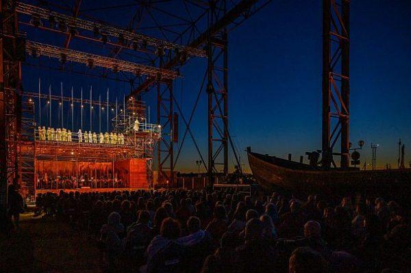 """""""Der Fliegende Holländer"""" - Klaipėda State Music Theatre Litauen, Chor und Orchester"""