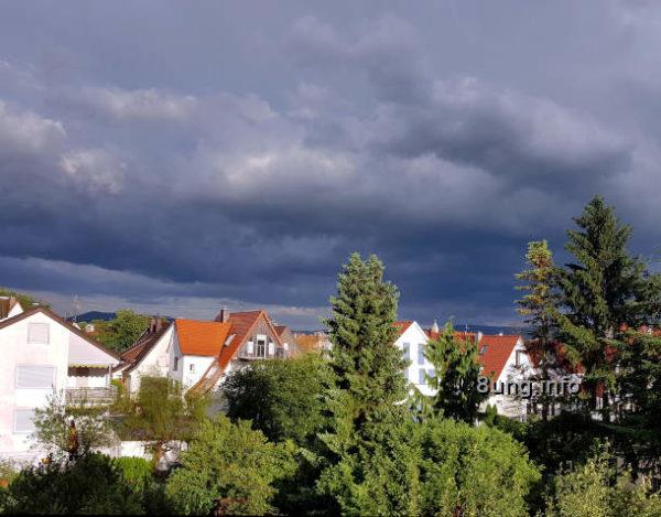 Wetter im Juni: Gewitterwolken und Sonnenschein