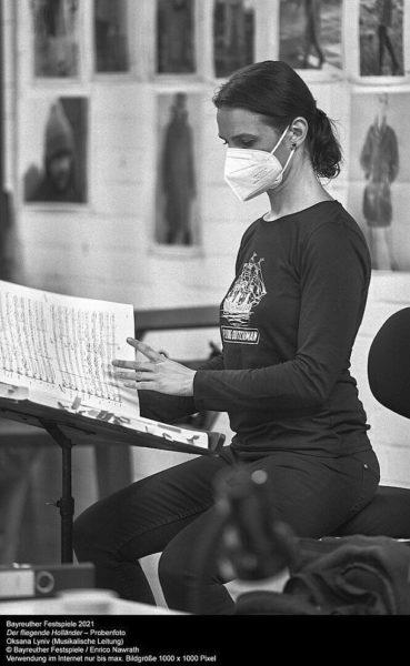"""Probe zu """"Der fliegende Holländer"""": Musikalische Leitung: Oksana Lyniv (im Bild). (c) Bayreuther Festspiele/Enrico Nawrath"""