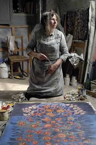 Zur ARTE-Sendung Séraphine Versorgt mit großformatigen Leinwänden und hochwertigen Farben malt Séraphine (Yolande Moreau) kräftige und leuchtende Stillleben. © Diaphana Films Foto: ARTE France
