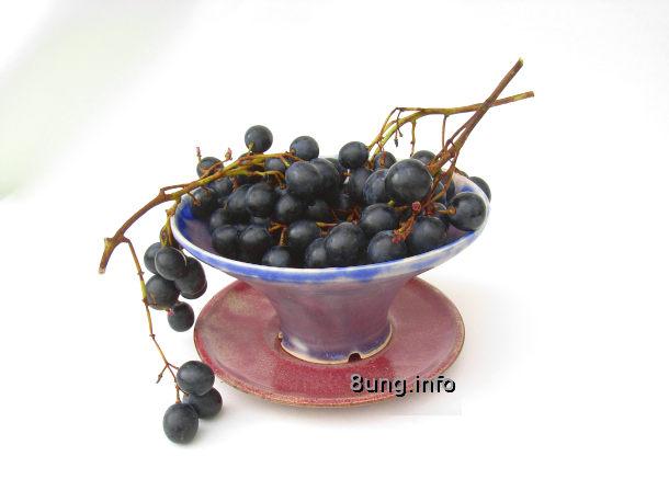 Rote Weintrauben in der Schale
