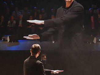 """Bühnenfoto Ballett """"The gift"""" mit Eric Gauthier Fotos: Regina Brocke"""