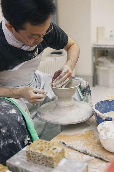 Keramiker an der Drehscheibe - Foto sv ssg-pressebild