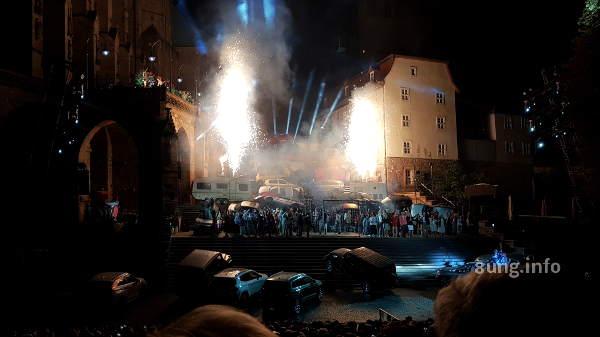 ♫ Erfurt Domstufen-Festspiele: Carmen – Autofriedhof auf der Domtreppe