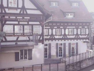 Gaststätte in Esslingen im Nebel