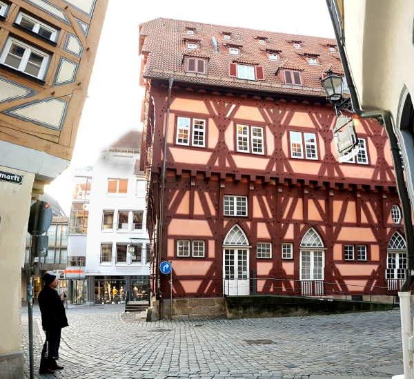 Altes Fachwerkhaus in Esslingen durch das Fischauge gesehen