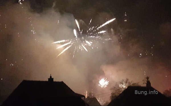 Feuerwerk im Nebel in der Sylvesternacht