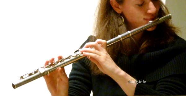 Flötenspielerin mit Zauberflöte